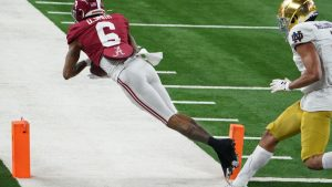 DeVonta Smith shows why he should be Eagles top...