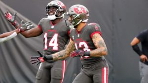 Mike Evans goes over 1,000 yards and then injures...